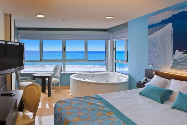 JACUZZI AT THE PRICE OF A SEA VIEW Villa del Mar  Hotel Benidorm